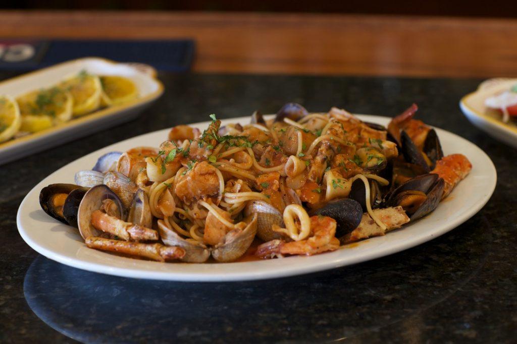 albertos seafood pasta